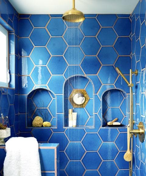 Дишащ латекс в синя баня