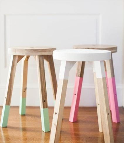 Интериорни бои за цветни мебели