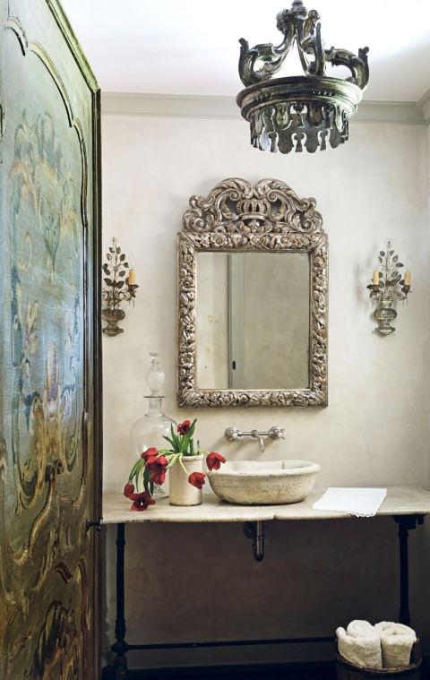Дишащ латекс с винтидж огледало