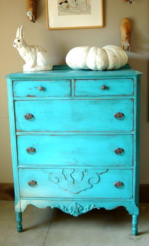 Синьо и интериорни бои