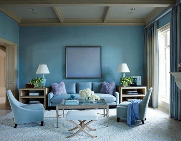 Тъмно синя боя за стена в хола