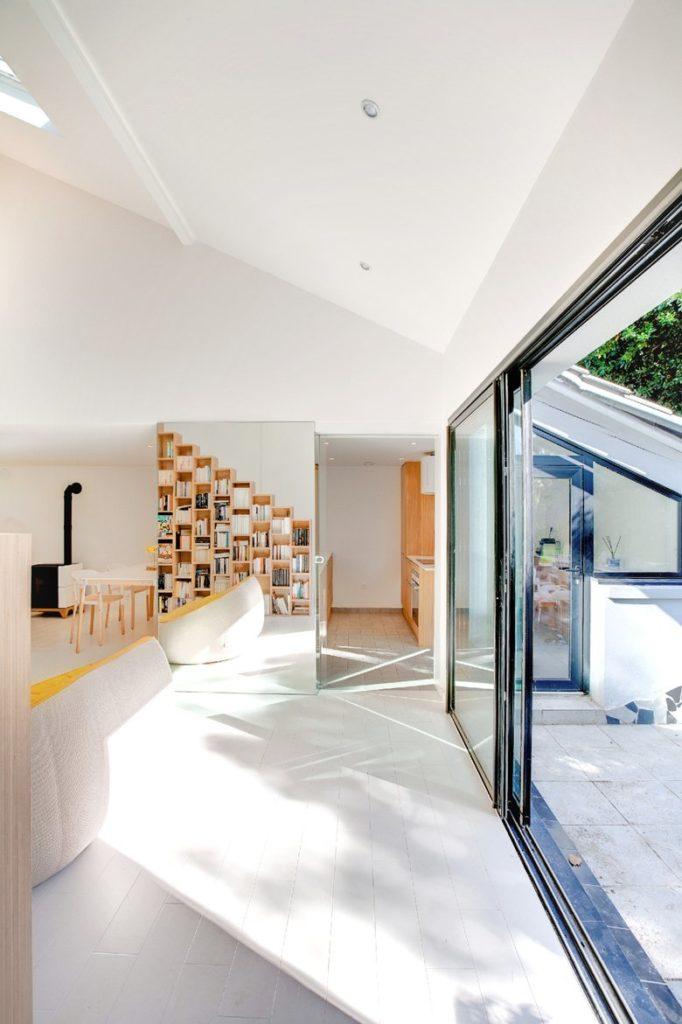 Просторни стаи със светли интериорни бои