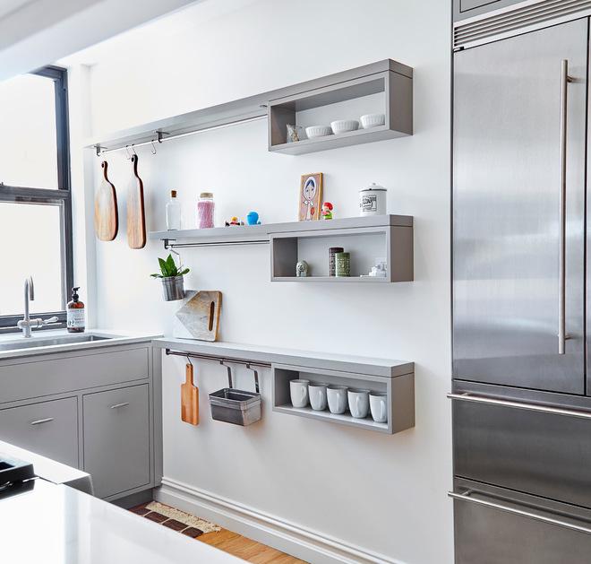 Бялата боя за стена в кухнята