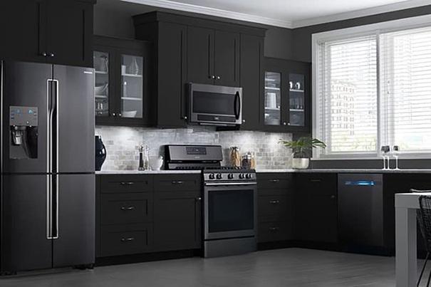 Черни бои за стена и тъмни мебели